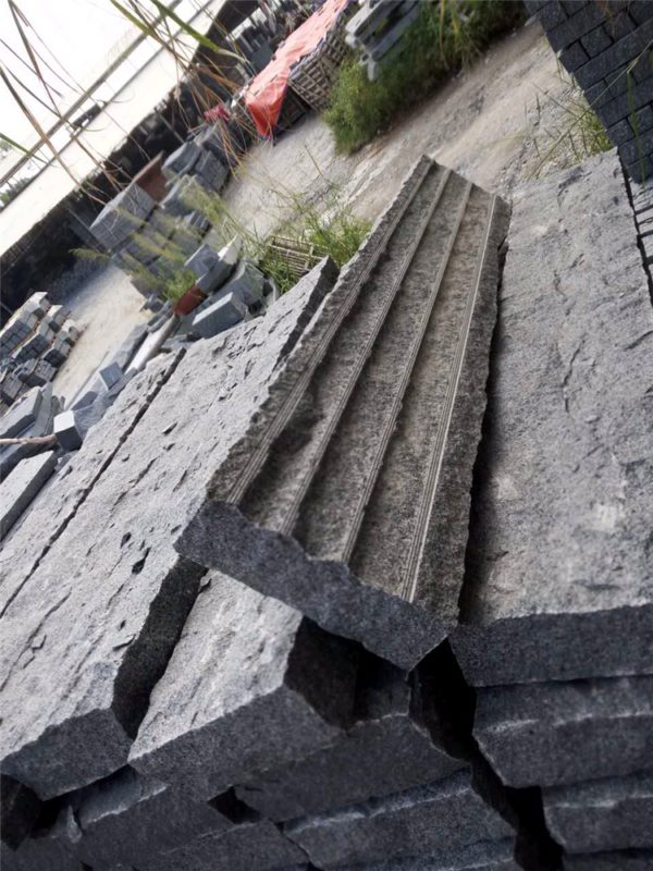 China Dark Grey Granite G654 Kerbstone
