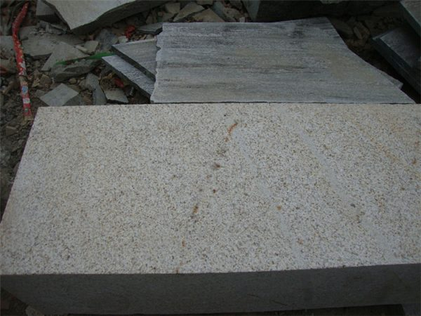 China Rusty Yellow G350 Granite Kerbstone