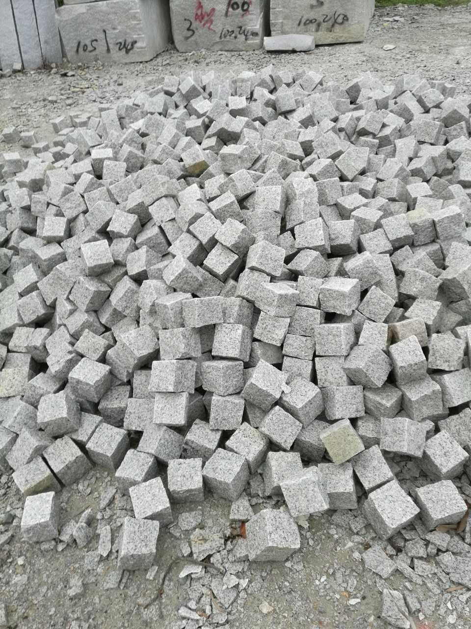 China Light Grey Granite Cobblestone For Driveway