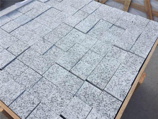 China Light Grey Granite Cobble Stone Spilt And Tumble Finished